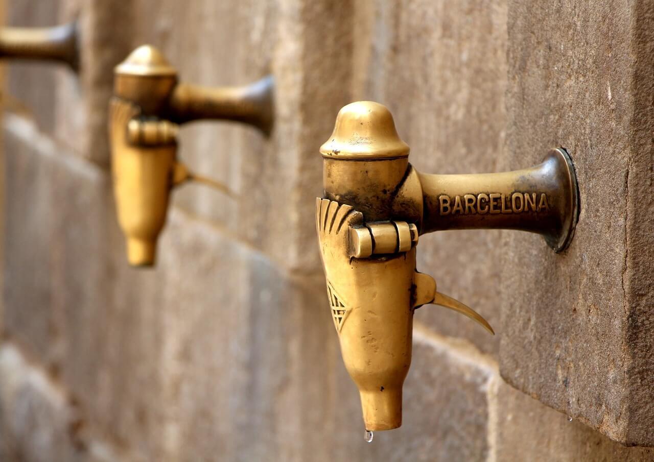 Andar por Barcelona es arriesgado.  Caerás.